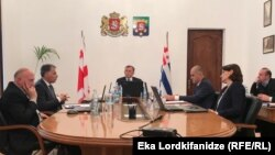 Зураб Патарадзе проводит заседание кабмина Аджарии (архивное фото)