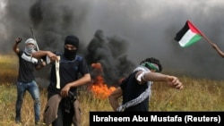 Израильмен шекара түбіндегі палестиналық демонстранттар. 30 наурыз 2018 жыл.