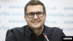 Раніше частина коментаторів заявляла, що попередній голова партії «Слуга народу» Іван Баканов (на фото) був призначений на посаду першого заступника голови СБУ, не склавши повноважень голови політичної сили