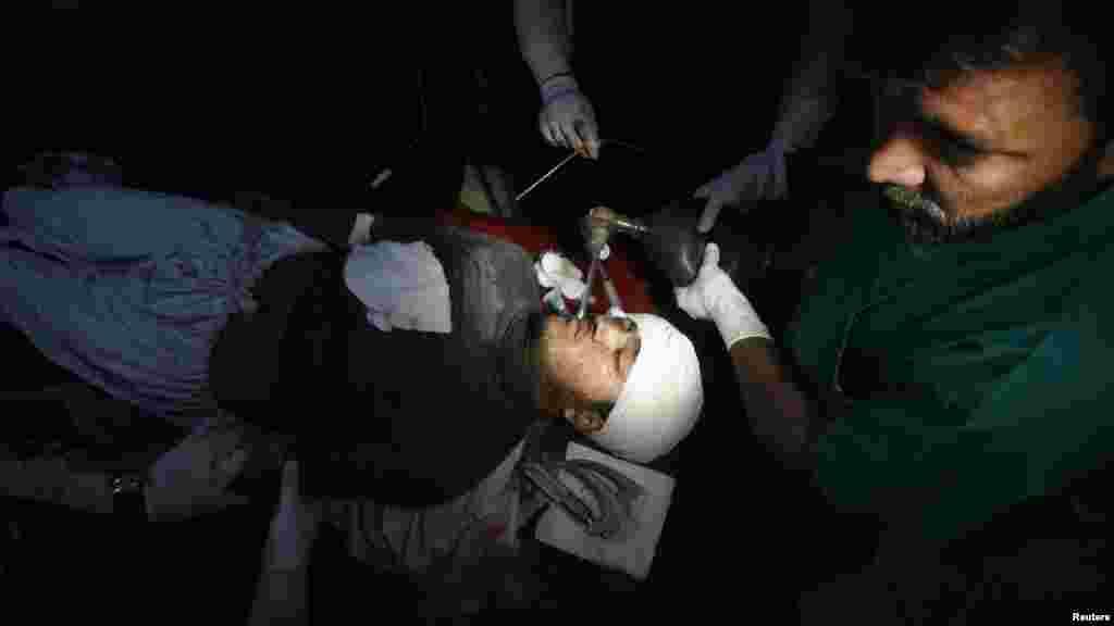 Antipolio worker Hilal Khan receives treatment at a Peshawar hospital after he was shot and gravely injured by unidentified gunmen on December 19. (Reuters/Khuram Parvez)