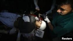 Poliomiýelite garşy waksinasiýa kampaniýasynyň işgäri Hilal Han atylyp, agyr ýaralandy, Peşawar, 19-njy dekabr, 2012