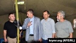 Глава представительства президента Украины в Крыму БорисБабин с активистами
