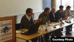Димитар Бечев на конференција во 2012 година во Виена, Австрија.