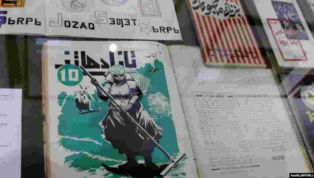 """""""Азат хатын"""" (бүгенге көндә """"Сөембикә"""") журналының 10нчы саны, 1927 ел."""