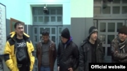 Uzbek migrants detained in St. Petersburg
