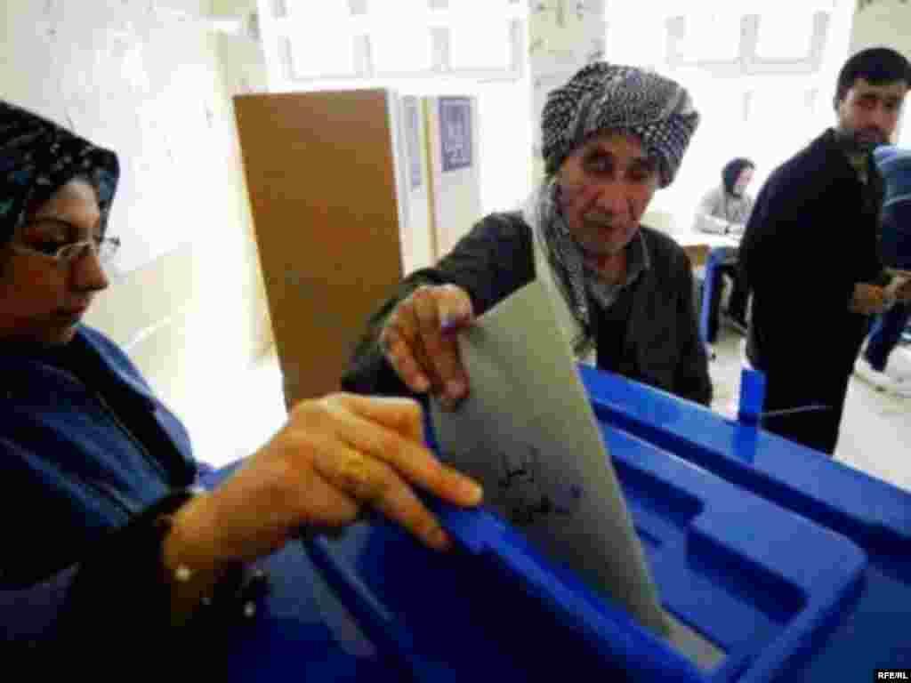 Kurdish citizens vote in Irbil, Iraq. (Photo: Radio Free Iraq)