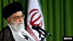 رهبر ايران در ديدار با رييس و نمايندگان مجلس هشتم جمهورى اسلامى خظاب به آنها گفت كه «مطلقا انگيزه معطل كردن دولت» را نداشته باشند.