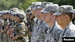Қазақстан мен АҚШ сарбаздары бірлескен жаттығулар кезінде. Іле әскери полигоны, 16 тамыз 2010 жыл. (Көрнекі сурет)