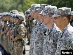 """Американские солдаты на церемонии открытия военных учений """"Степной орел"""" в Алматинской области."""