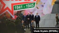 Аляксандар Лукашэнка з сынамі падчас параду на Дзень Перамогі 9 траўня 2019 году