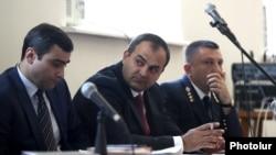 Генеральный прокурор Артур Давтян (в центре) в суде, Ереван (архив)