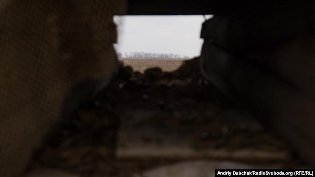 Вигляд з амбразури ДОТу на позиції російських гібридних сил під Широкино