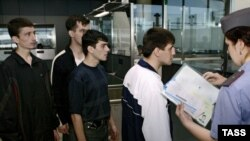 Migranţi moldoveni eliberaţi dintr-o secţie de poliţie de la Moscova