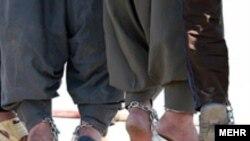 گفته می شود هم اکنون دست کم ۱۰۰ نفر از نوجوانان در انتظار اجرای حکم اعدام هستند.(عکس: مهر)
