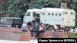 Амиров вачун ун хадуб МахIачхъалаялъул аслияб майданалда г1одор чIарал полициял, 1 Июнь2013