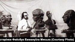 Еммануїл Мисько у майстерні