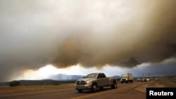 Pamje nga Kolorado Springsi, që ishte përfshirë nga zjarri