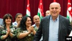 Лидер абхазской оппозиции Аслан Бжания проходит курс лечения в Германии