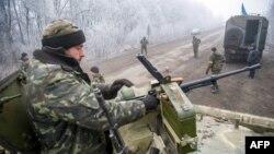Українські бійці неподалік Світлодарська Донецької області (архівне фото)