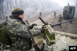 Украинские военные около населенного пункта Светлодарск, недалеко от Дебальцева – фотография Владимира Шуваева