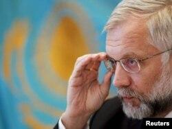 Алғашқы девальвация кезінде ұлттық банк төрағасы қызметін атқарған Григорий Марченко.