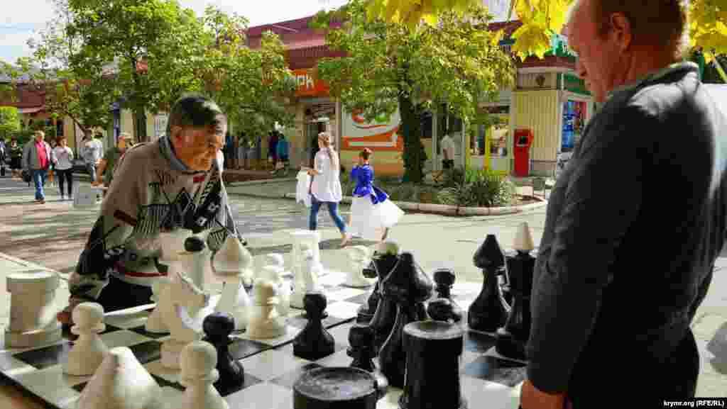 Любители больших шахмат