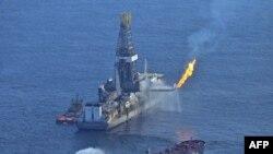 Спасательные работы в Мексиканском заливе продолжаются