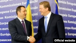 Moldovan Prime Minister Vlad Filat meets in Brussels with Stefan Fule, the EU's enlargement commissioner (file photo)