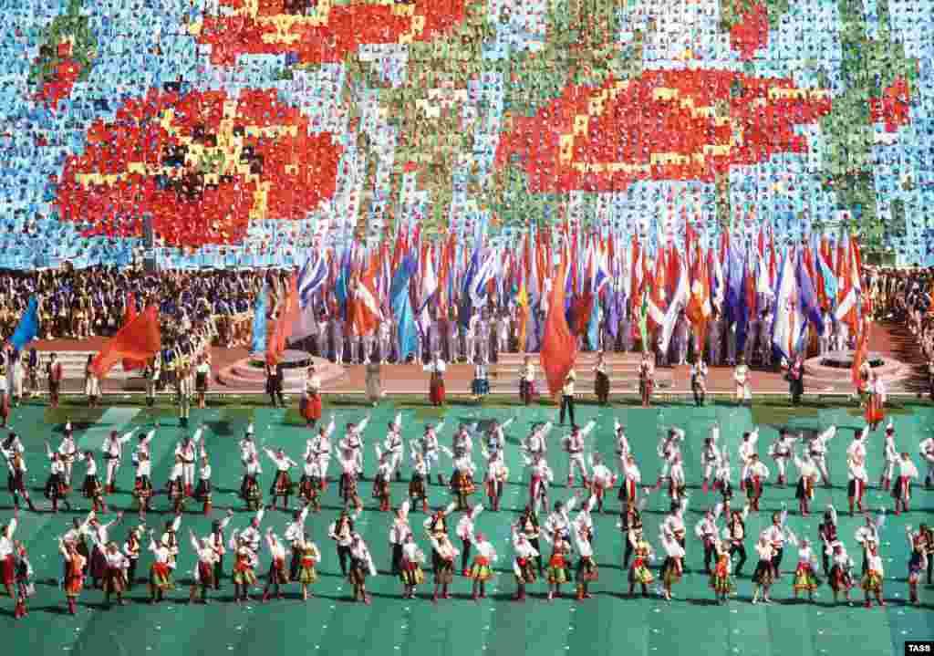 9 травня 1985 року в Києві святкували річницю перемоги над нацизмом. Влада радянської України розглядала події в Бабиному Ярі через призму «страждань усього радянського народу» за нацистської окупації.