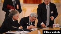 Президент Вірменії Серж Сарґсян на засіданні 24 грудня