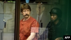 Russian arms dealer Viktor Bout during his extradition from Thailand to the United States