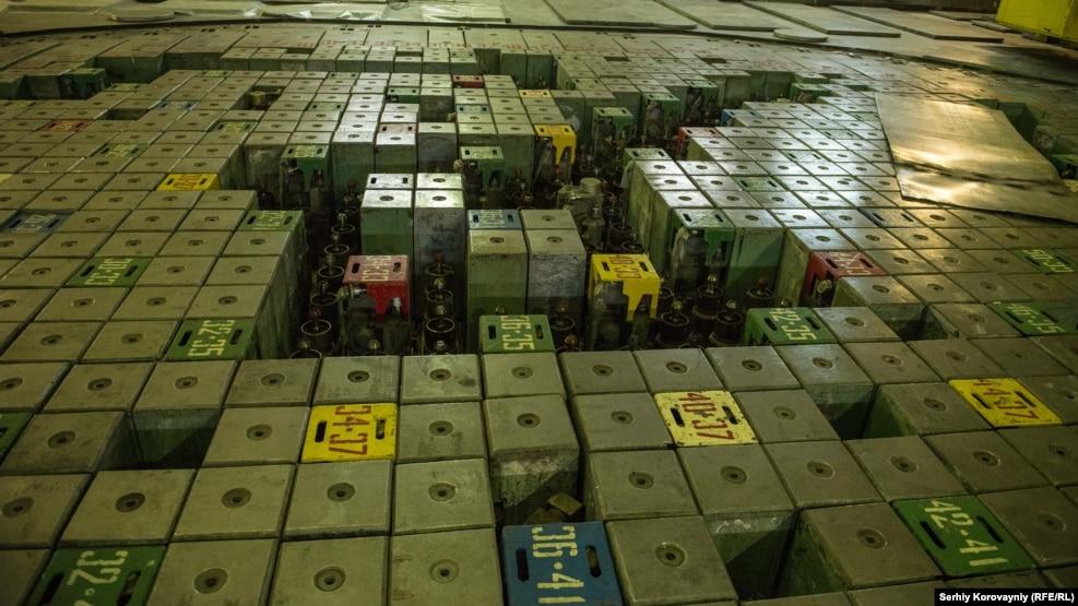 Регулирующие стержни первого блока. Их монтировали между урановыми стержнями, чтобы замедлить процесс ядерной реакции