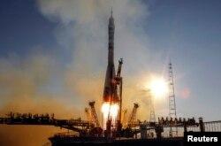 """Космический корабль """"Союз TMA-11M"""" стартует с космодрома Байконур. 7 ноября 2013 года."""