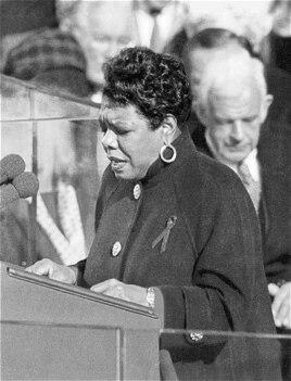 Maya Angelou Bill Clinton-un inauqurasiyasında şeir deyir, 1993