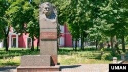 Пам'ятник українському акторові і драматургу Маркові Кропивницькому у нині вже Кропивницькому, 14 липня 2016 року