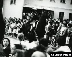 Менчукі на прэм'еры опэры «Дзікае паляваньне караля Стаха» у Траецкім прадмесьці, 1989