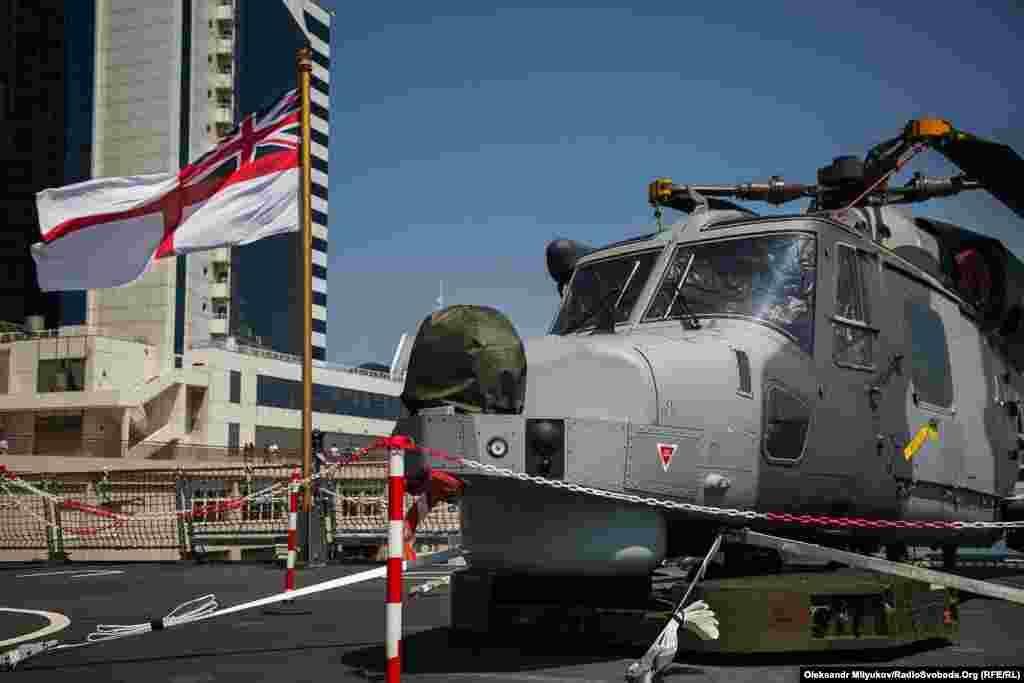 Багатоцільовий вертоліт Wildcat на палубі британця