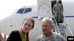 General John Craddock (right) and USAID Director Henrietta Fose arriving in Tbilisi