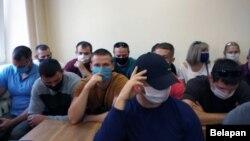У залі суду па адміністрацыйнай справе Юрыя Германовіча ўсе месцы занялі супрацоўнікі міліцыі