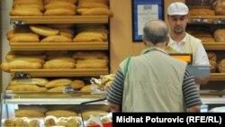 Отдел хлебобулочных изделий и выпечки в супермаркете.