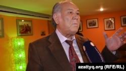 Писатель Дулат Исабеков на премьере фильма о Кайрате Рыскулбекове. Алматы, 13 декабря 2013 года.