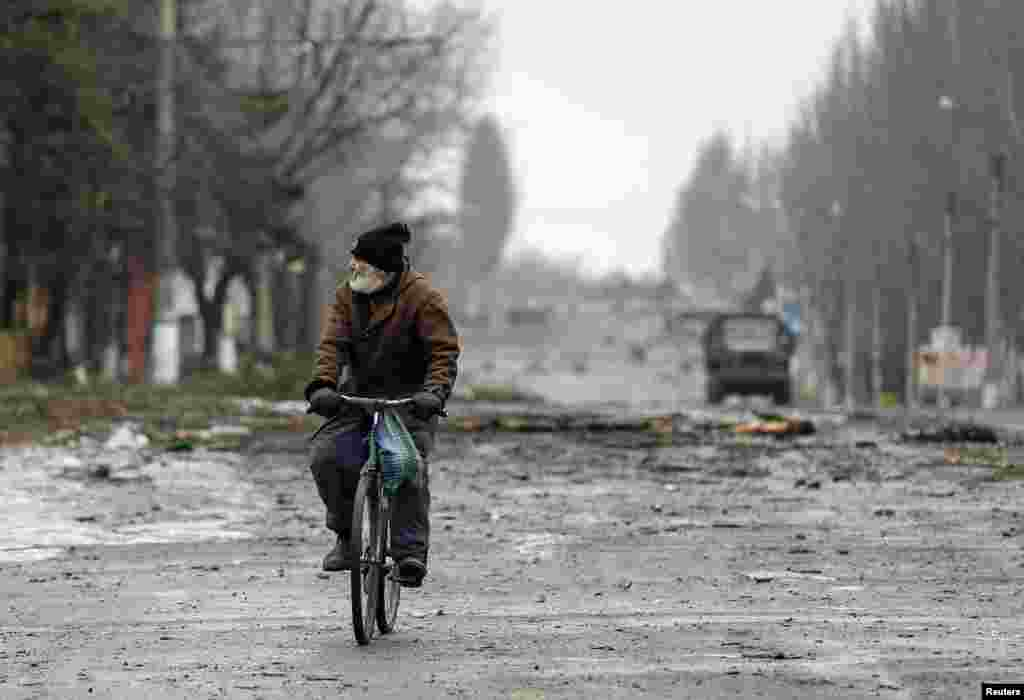 A local resident rides his bicycle along a street in Vuhlehirsk in the Donetsk region in eastern Ukraine. (Reuters/Maxim Shemetov)