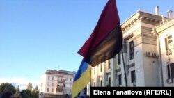 Российское посольство вечером 14 июня