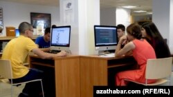Интернет-кафе в Ашхабаде (архивное фото)