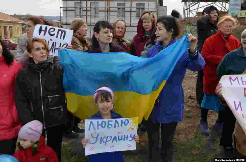 Ukraine -- Crimean women again rally for peace, Crimea, Simferopol, 06Feb2014