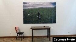 Выставка «Запах молока» проходит в рамках ежегодного фестиваля фотографии «Колга» («Зонтик»), который традиционно объединил людей этой профессии из разных стран мира