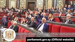 """Parlamentul sirian a adoptat o rezoluție care condamnă și recunoaște """"genocidul comis împotriva armenilor de către statul otoman la începutul secolului XX"""", a scrislegiuitorul sirian joi, pe site-ul său"""