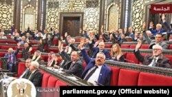 Члены Народного совета Сирии голосуют за принятие резолюции, 13 февраля 2020 года.