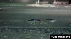 Пешеходы жалуются на автомобилистов, а водители — на ямы и выбоины на дорогах
