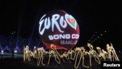 Eurovision ән байқауы өтетін Crystal Hall сарайының түнгі көрінісі және байқаудың ресми логотипі. Баку, 20 мамыр 2012 жыл.